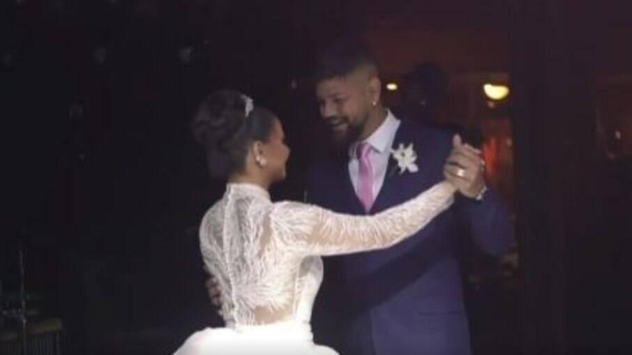 Viviane Araújo divide dança dos noivos com os fãs: 'Estávamos lindos'
