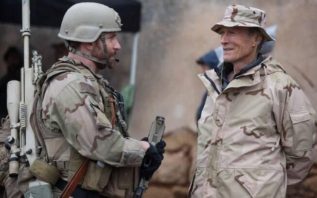 Bradley Cooper e Clint Eastwood no set de 'Sniper Americano'