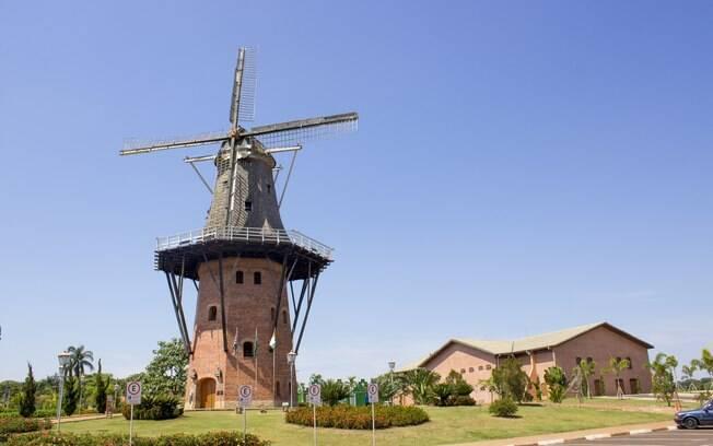 Embora seja famosa pela floricultura, Holambra também pode te encantar com sua arquitetura tipicamente holandesa