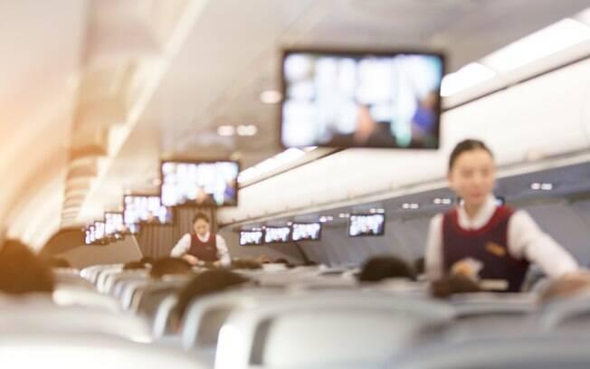 Um voo pode ser desgastante, mas Lucila, coordenadora de comissários de bordo, tem dicas para melhorar sua viagem