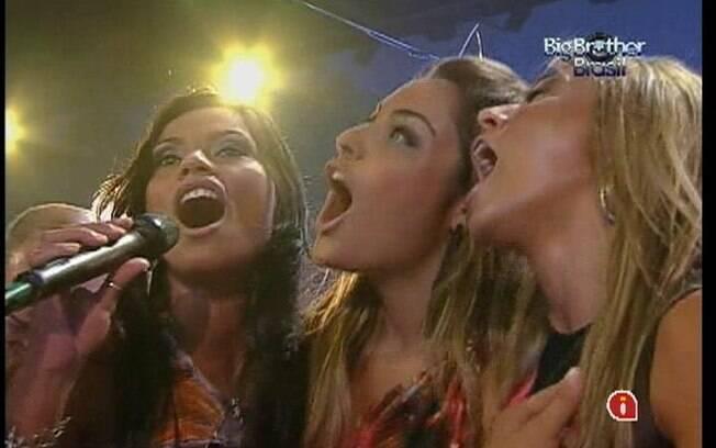 Kelly, Monique e Fabiana cantam sucessos de Zezé di Camargo e Luciano