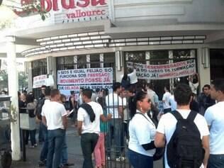 Aprovados protestaram na praça Sete