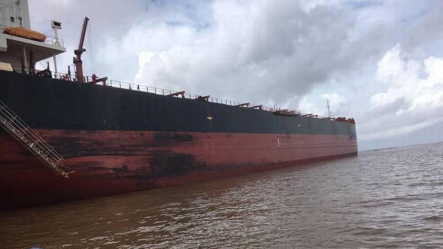 Dois navios estão retidos no Rio Amazonas por surto de Covid-19