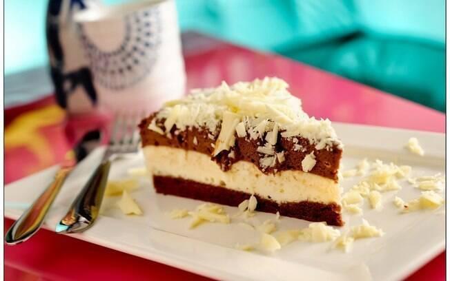 Musses branca e preta intercaladas deixam a torta com um visual bacana