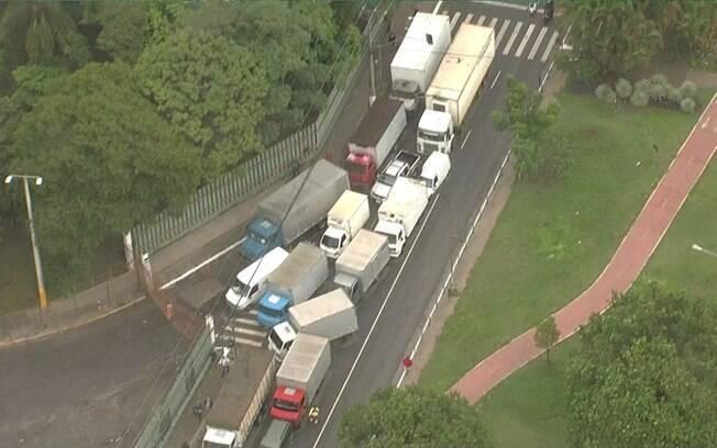 Pela manhã, caminhões formaram fila em frente à Ceagesp