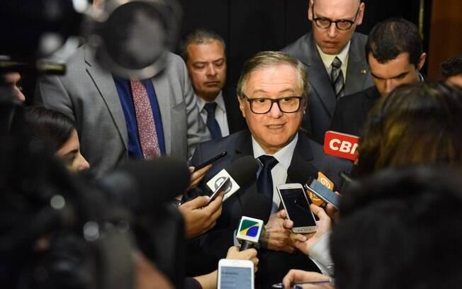Ministro Ricardo Vélez Rodríguez exonerou servidor que assinou edital polêmico sobre livros didáticos