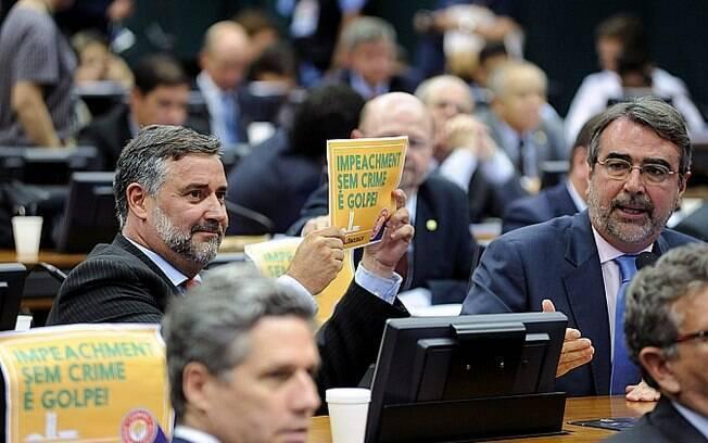 Deputado Paulo Pimenta (PT - RS) e deputado Henrique Fontana (PT - RS) durante comissão do impeachment