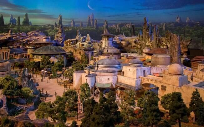 O Star Wars Galaxy's Edge, novo parque da Disney, deve abrir no meio do ano na Califórnia, e depois em Orlando