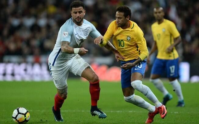 Neymar bem que tentou, mas não conseguiu furar a marcação inglesa