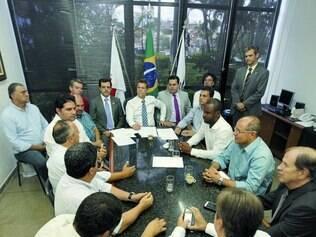 Reunião. O presidente da Casa, Léo Burguês, conversou, nesta sexta, com os vereadores e pediu empenho