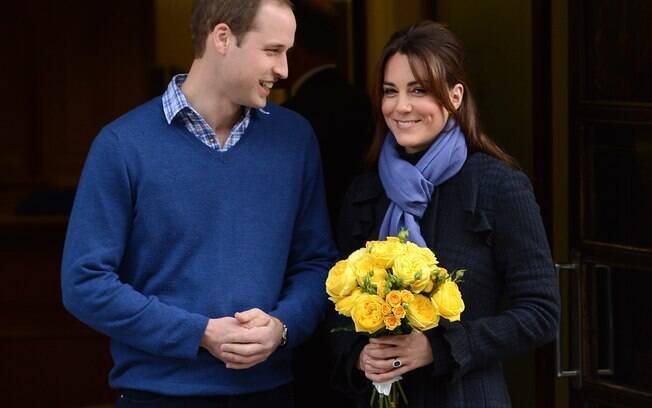 Kate Middleton ao deixar o hospital em Londres, ao lado do marido, o Príncipe William, após confirmação da gravidez