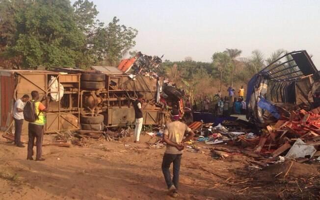 Acidente aconteceu em estrada e deixou 23 feridos, que foram encaminhados a hospitais locais