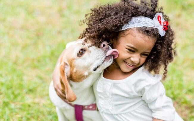 A dupla criança e cachorro podem não dar muita dor de cabeça se alguns cuidados forem tomados