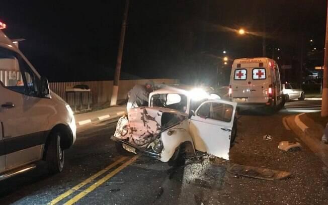 Acidente entre dois carros deixa motorista ferido em Vinhedo