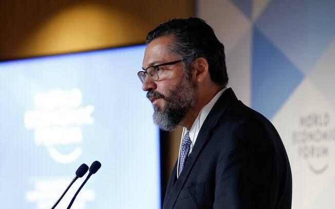 Ernesto Araújo garante que Brasil não vai intervir na Venezuela