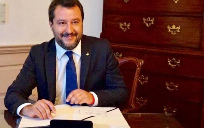 Vice premier da Itália, Matteo Salvini vai ganhando força