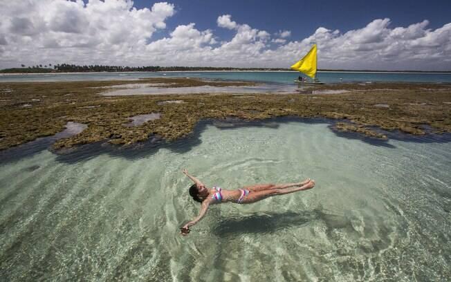 Uma das grandes atrações do destino são as piscinas naturais, que muitas vezes contam com águas mornas e cristalinas