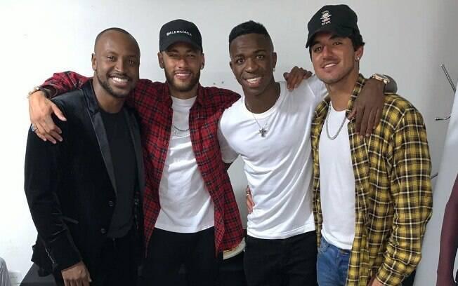 Neymar ao lado de Thiaguinho, Vinicius Jr. e Gabriel Medina