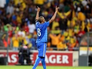 Fernandinho anotou um golaço contra a África do Sul e espera ser convocado para a Copa