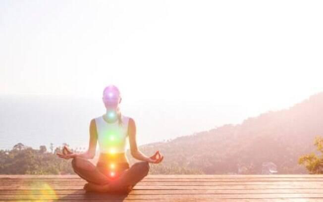 No corpo humano existem sete chakras que são alinhados da cabeça aos pés