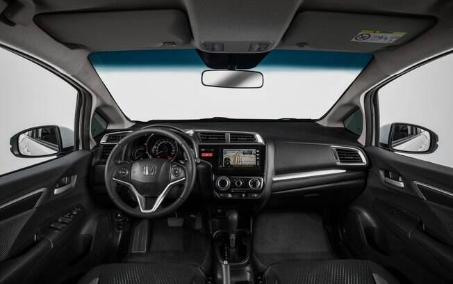 Por questões de custo, o interior do Honda WR-V é bem mais simples que o do HR-V
