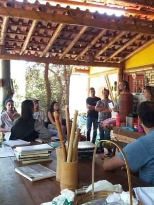 Casa de bambu por dentro