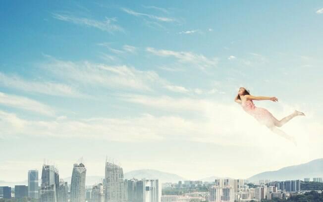 Voar em um sonho pode ajudá-la a conseguir uma melhor visão de tudo que está acontecendo na sua vida