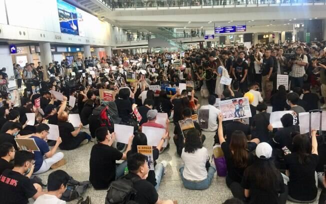 Os protestos em Hong Kong v~em acontecendo há quase dois meses