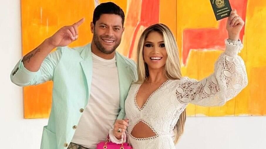 Hulk celebra formatura em Medicina da mulher, Camila Ângelo