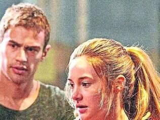 """Suando a camisa. Crescer envolve muito sangue, suor e lágrimas para a protagonista de """"Divergente"""""""