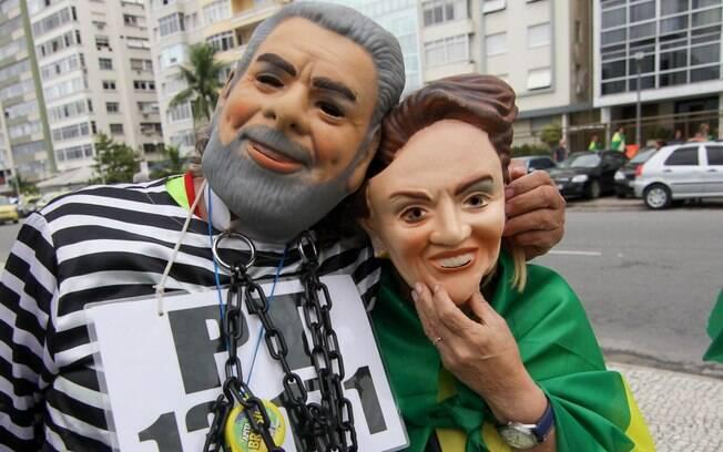 Manifestantes protestam contra a presidente Dilma Rousseff e o ex presidente Luiz Inácio Lula da Silva neste domingo (13) em Copacabana, zona sul do Rio de Janeiro.. Foto: Luciano Belford/Estadão Conteúdo - 13.03.16