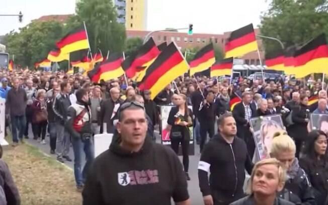 Chemnitz, Alemanha: cerca de 8 mil pessoas participaram dos protestos contrários aos refugiados deste sábado, segundo estimativas da polícia  local
