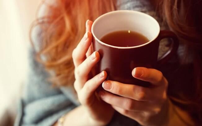 Conheça os 5 chás que desintoxicam e purificam o corpo