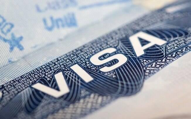 Para ter direito ao auxílio nos EUA, estrangeiros precisam estar legalizados no país
