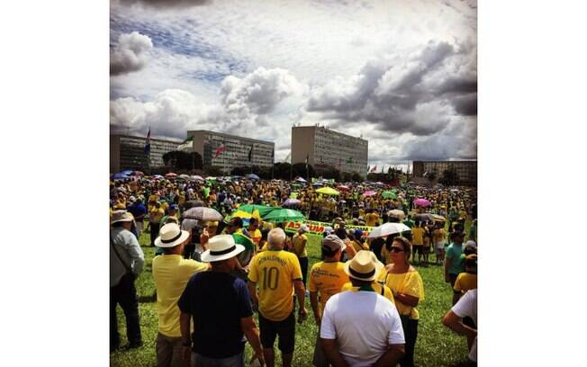 Foto de Francieli Juliani mostra as manifestações em Brasília