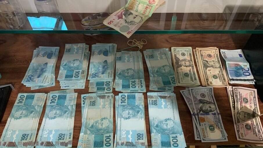 Dinheiro aprendido durante operação que investiga lavagem de dinheiro do PCC