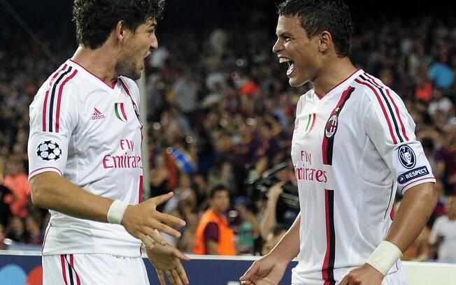 Pato comemora com o zagueiro Thiago Silva gol  do Milan