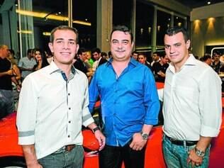 Velocidade máxima: Os sócios Fernando Duran, Áureo Brandão e Rodrigo Freitas, comemorando os dez anos da AvantGarde Motors, em prestigiado coquetel