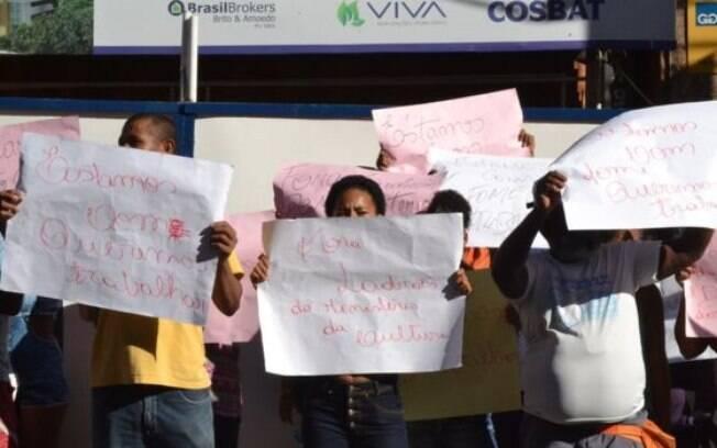 Manifestações também incluíram operários insatisfeitos com paralisação da obra