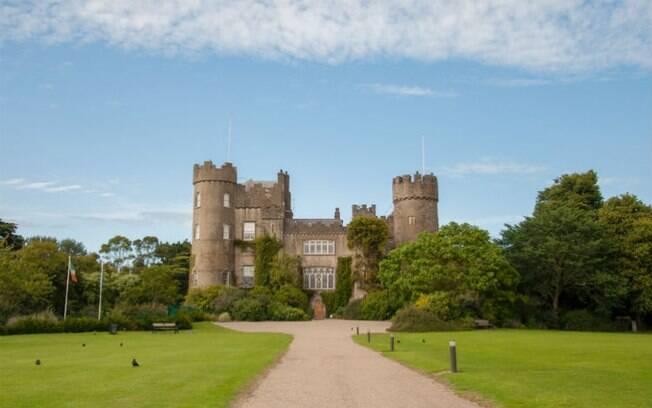 O Malahide é um daqueles castelos na Europa ideais para famílias com crianças conhecerem