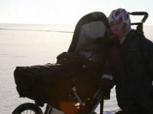 Pais acreditam que deixar as crianças no frio faz bem à saúde dos pequenos