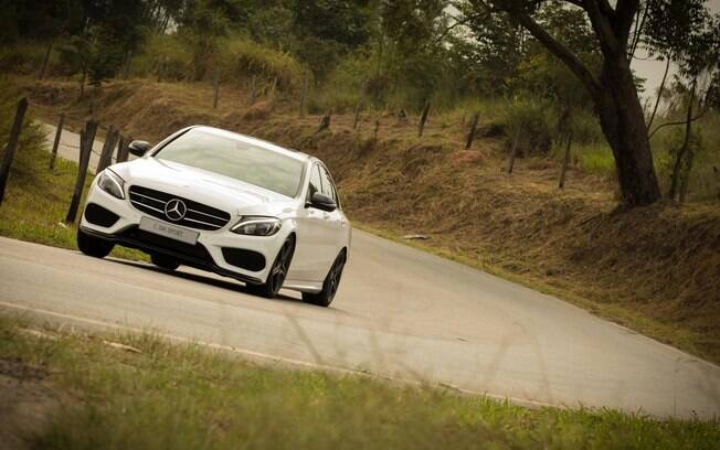 Mercedes C300 Sport: boa disposição ao pisar no acelerador e conjunto bem acertado entre as principais qualidades