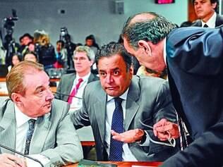 Reação.José Agripino, Aécio Neves e Aloysio Nunes durante manobra da base na reunião que decidiu por manter escopo amplo da CPI