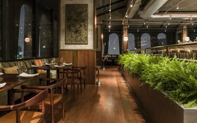 Sofá de veludo é um charme a mais na decoração do restaurante