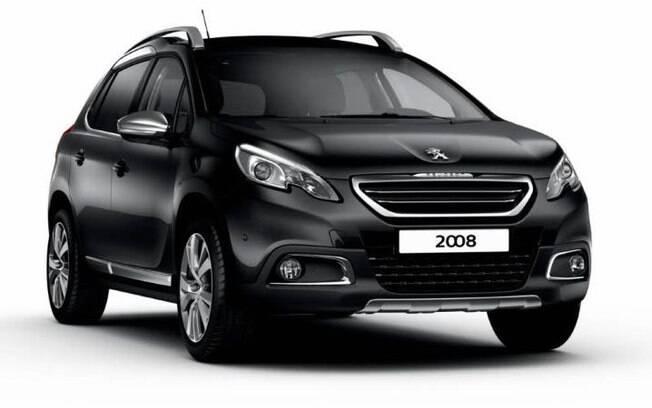 O Peugeot 2008 Crossway é uma versão aventureira do SUV, com apliques de plástico nas caixas de rodas e suspensão mais alta.
