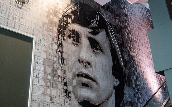 Além do busto, um mural foi colocado na entrada da Johan Cruyff Arena