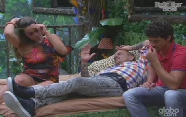 Monique confessa sentir saudades dos colegas da Selva