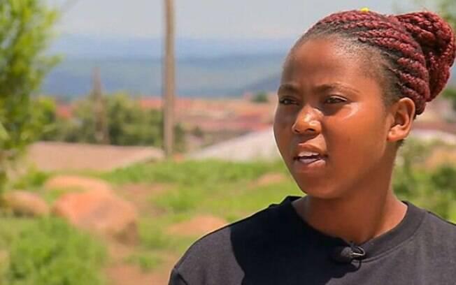 Thubelihle Dlodlo, de 18 anos, vive no vilarejo de Emcitsheni, na região rural de KwaZulu-Natal, na África do Sul.