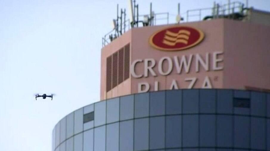 Drone leva cigarro para mulher em hotel na Austrália