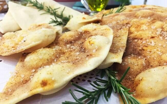 Ana Maria Braga ensinou nesta quarta-feira (28) a preparar receita de pão árabe de micro-ondas
